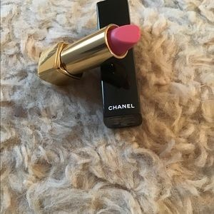 Chanel Rouge Allure Velvet lipstick in La Delicate